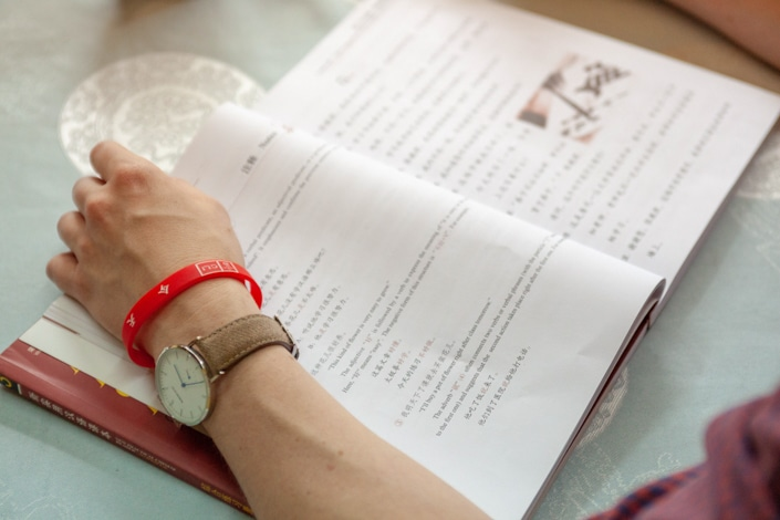 A student looks at a Chinese textbook