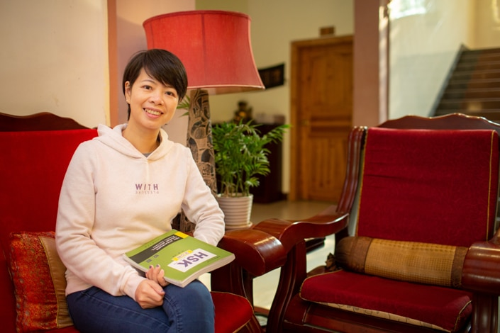 a CLI teacher with a book that helps answer the question what is the HSK