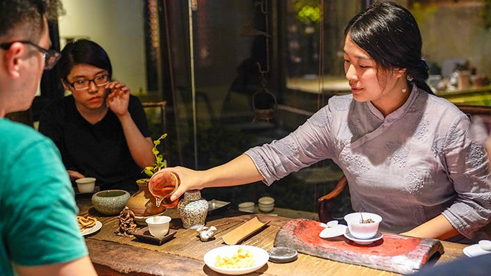 chinese woman pouring tea at a chinese tea ceremony